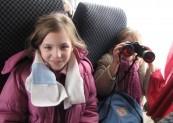Zakaz używania lornetek w autokarze dziewczynki ! :)))